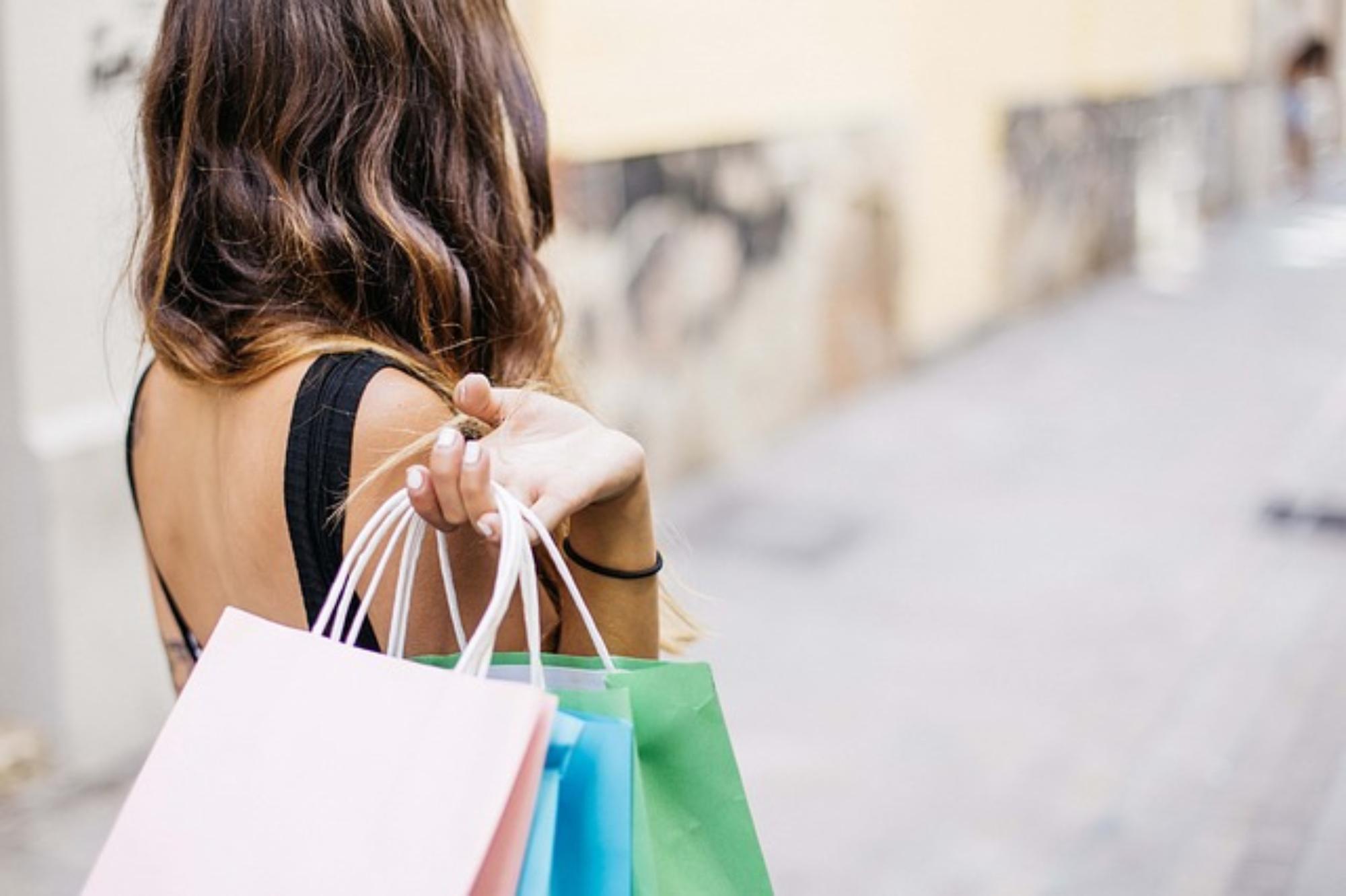 Zakup butów – stacjonarnie czy online?